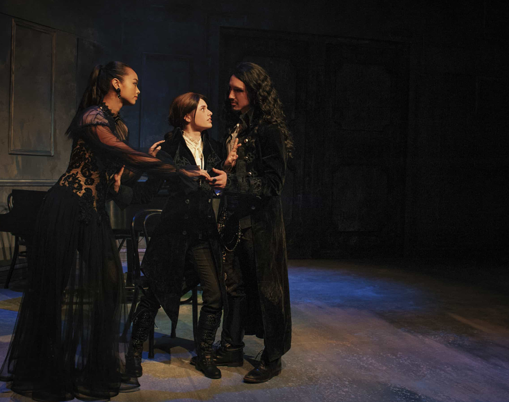 twelfth night love between duke orsino and viola Twelfth night is a comedy by relationships in twelfth night english viola meets duke orsino and falls in love with him but her adopted persona prevents.