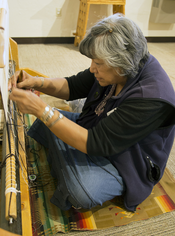 Navajo Rugs Weaving A Story Of The Dine People