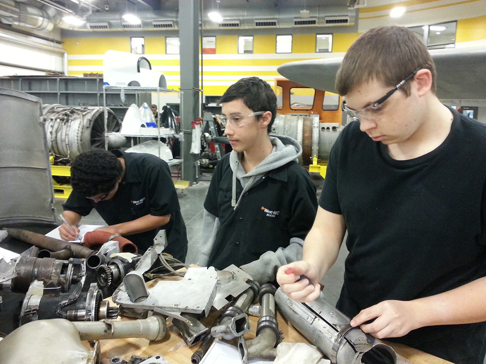 high school should offer vocational education Education professionals are split on whether vocational training in high school helps or hurts students by allie bidwell , staff writer by allie bidwell , staff writer may 2, 2014, at 12:01 am.