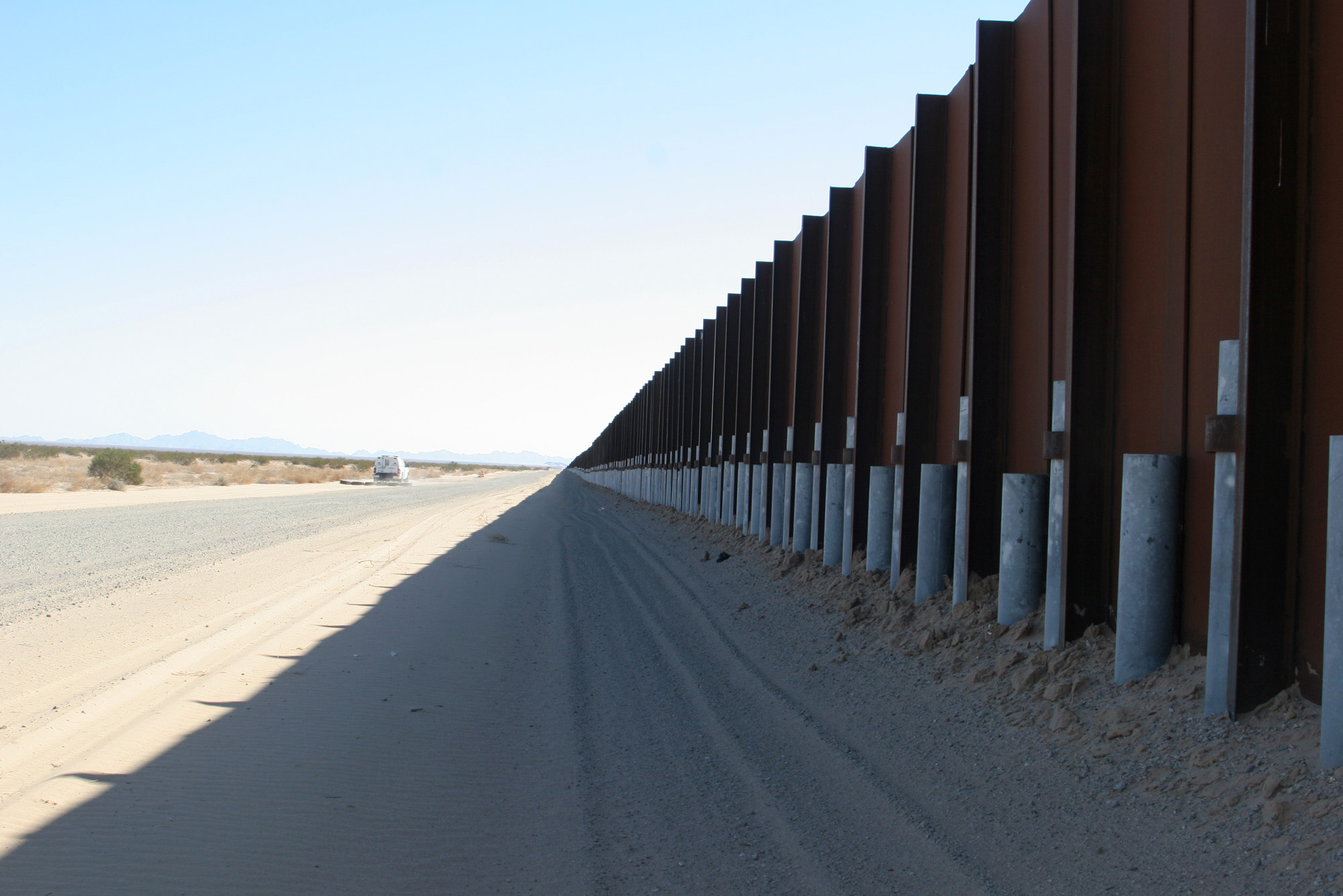 Failed virtual border fence has politicians pointing to for Border wall